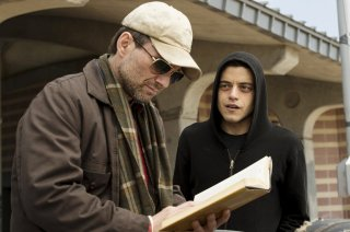 Mr. Robot: Christian Slater accanto a Rami Malek nell'episodio ones-and-zer0es.mpeg