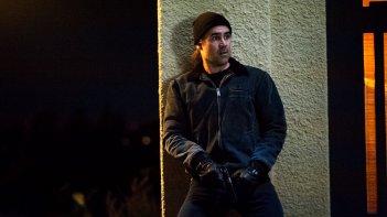 True Detective: l'attore Colin Farrell interpreta il detective Ray Velcoro in Church in Ruins
