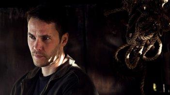 True Detective: Taylor Kitsch in un'immagine tratta dall'episodio intitolato Church in Ruins