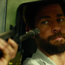 13 Hours: The Secret Soldiers of Benghazi - un drammatico primi piano di John Krasinski
