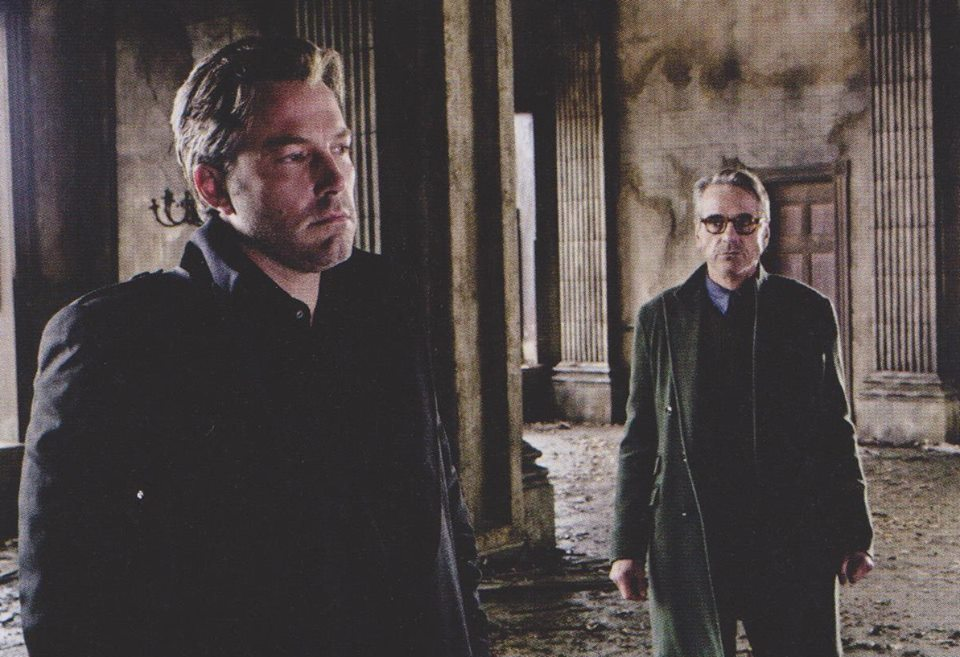 Batman v Superman: Dawn of Justice - Ben Affleck e Jeremy Irons interpretano Bruce Wayne e Alfred