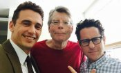 Stephen King, James Franco e J.J. Abrams sul set di 11/22/63