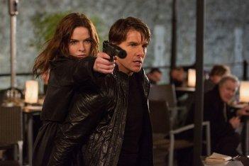 Mission: Impossible - Rogue Nation: Tom Cruise e Rebecca Ferguson in una scena d'azione del film