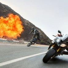 Mission: Impossible - Rogue Nation: Tom Cruise durante un inseguimento in moto tratto dal film