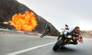 Mission: Impossible - Rogue Nation: Tom Cruise durante un inseguimento in moto tratto dal film