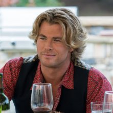Come ti rovino le vacanze: Chris Hemsworth in un primo piano tratto dal film
