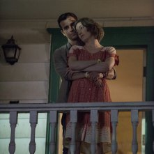 The Leftovers 2: Justin Theroux e Carrie Coon abbracciati