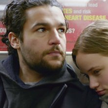 James White: Christopher Abbott e Makenzie Leigh in una scena
