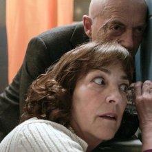 La vanité: Carmen Maura e Patrick Lapp origliano in una scena