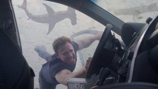 Una scena del terzo Sharknado