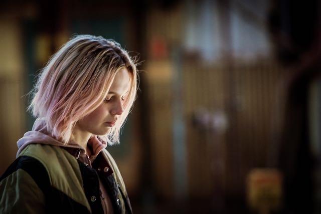 The Daughter: un'immagine del film che ritrae Odessa Young