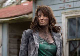 Ash vs. Evil Dead: Lucy Lawless è Ruby piuttosto malconcia in una scena