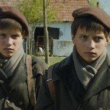 Il grande quaderno: András Gyémánt e László Gyémánt insieme in un fotogramma del film