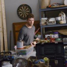 Secrets and Lies: l'attore Ryan Phillippe interpreta Ben Crawford in una scena della serie