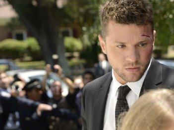 Secrets and Lies: Ryan Phillippe è Ben in una scena della serie americana
