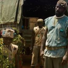 Beasts of No Nation: Idris Elba in una scena del film