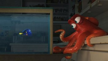 Finding Dory: la protagonista Dory insieme a Hank