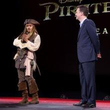 Johnny Depp con Sean Bailey al D23, 2015