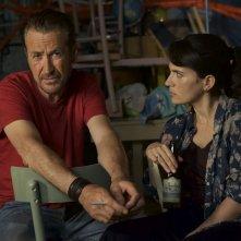 Storie sospese: Marco Giallini e Maya Sansa in un momento del film