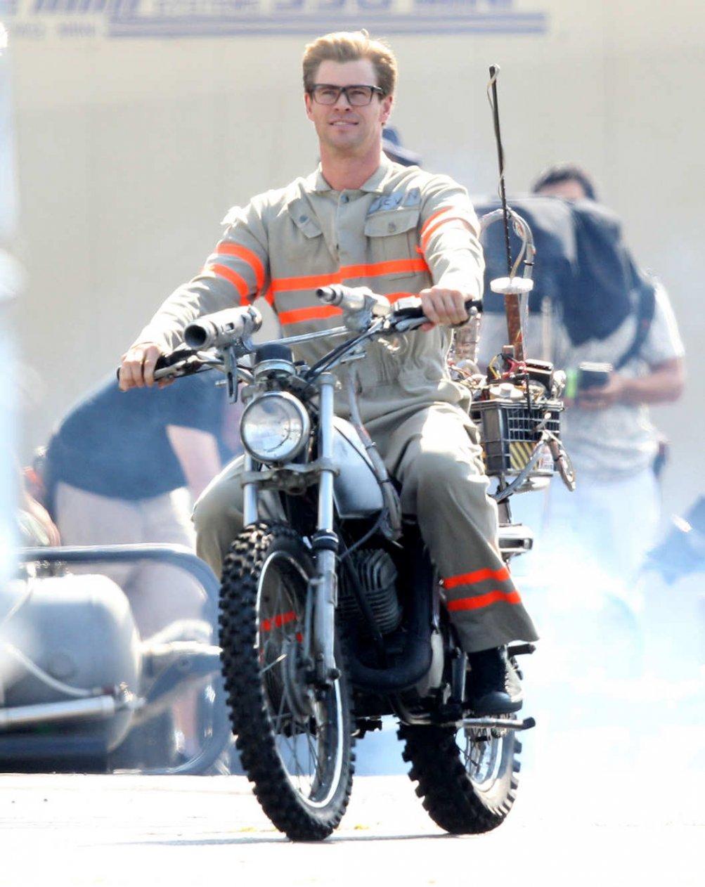Ghostbusters: Chris Hemsworth sul set del film