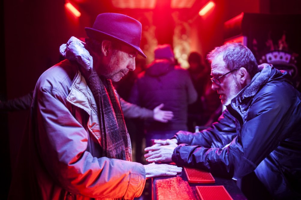 Non essere cattivo: Claudio Caligari sul set in compagnia di Valerio Mastandrea, produttore del film