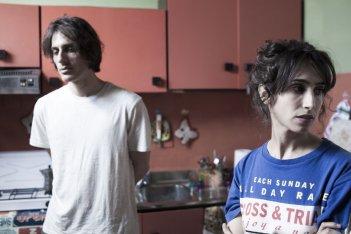Non essere cattivo: Silvia D'Amico e Luca Marinelli in un momento del film