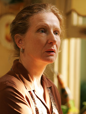 Six Feet Under: Frances Conroy interpreta Ruth Fisher