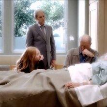 Six Feet Under: Lauren Ambrose, Michael C. Hall, Richard Jenkins e Frances Conroy in una scena dell'ultimo episodio della serie