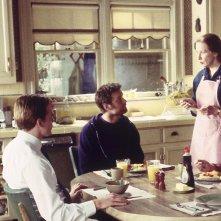 Six Feet Under: Michael C. Hall, Peter Krause, Frances Conroy e Lauren Ambrose nell'episodio A piede libero