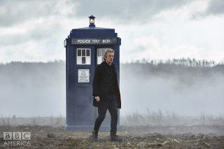 Doctor Who: Peter Capaldi in un'immagine dell'episodio The Magician's Apprentice