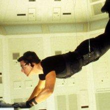 Tom Cruise in una celebre sequenza di Mission: Impossible