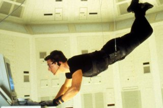 Tom Cruise in una celebre sequenza di Mission: Impossible