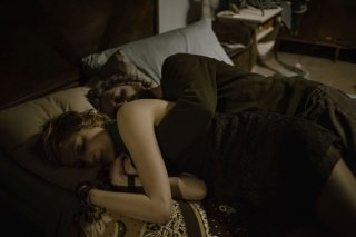 Viva la sposa: Ascanio Celestini abbraccia Alba Rohrwacher
