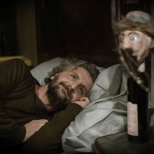 Viva la sposa: Ascanio Celestini in un'immagine tratta dal film da lui diretto