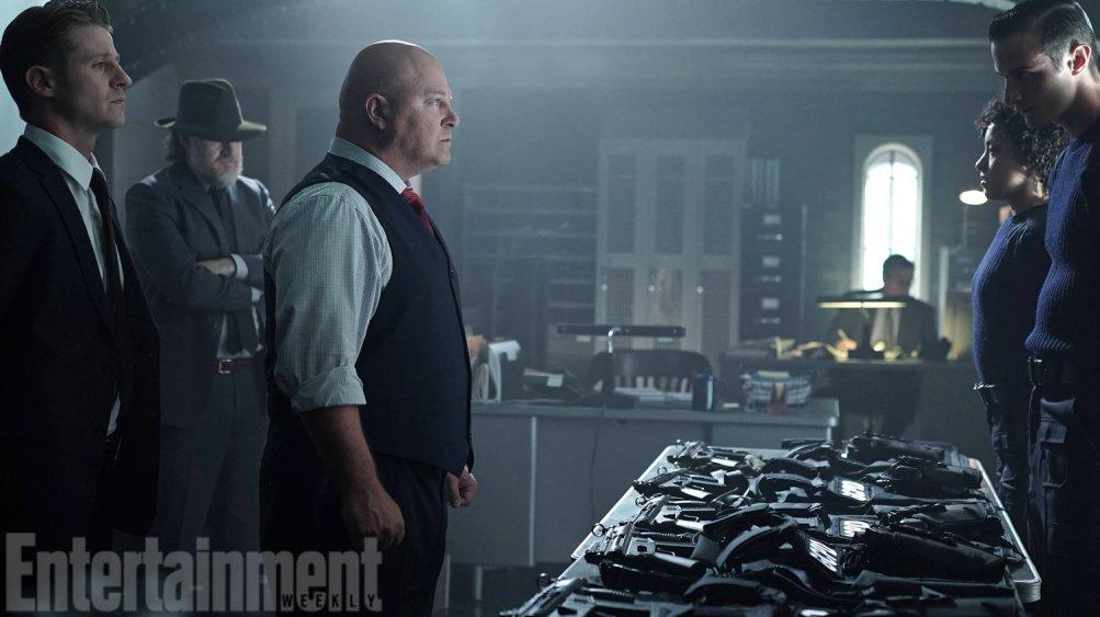 Gotham: Michael Chiklis in una scena dell'episodio Strike Force