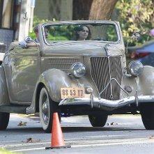 Kristen Stewart su un'auto d'epoca per le vie di Beverly Hills
