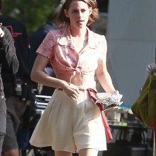 Kristen Stewart si aggira sul set della nuova commedia di Woody Allen