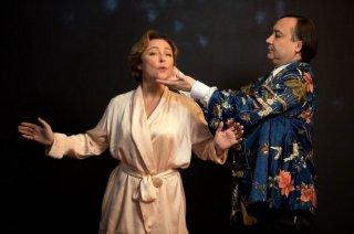 Marguerite: Catherine Frot in una scena del film mentre prende lezioni di canto