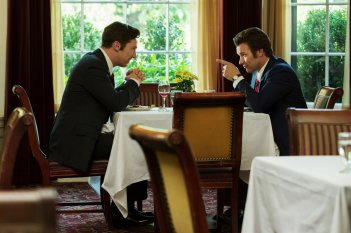 Black Mass - L'ultimo gangster: Benedict Cumberbatch e Joel Edgerton in una scena del film