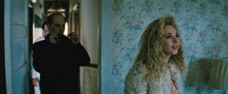 Black Mass - L'ultimo gangster: Johnny Depp e Juno Temple in un'immagine del film