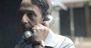Desde allá: un primo piano di Alfredo Castro al telefono
