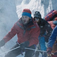Everest: Jason Clarke in un momento di forte tensione del film