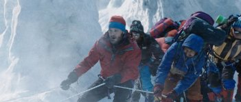 Everest: Jason Clarke in un momento di forte tensione del film