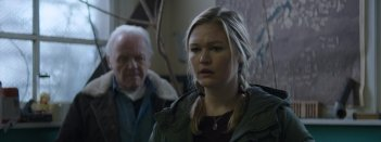 Go with Me: Julia Stiles e Anthony Hopkins in una scena del film