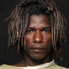 Human: uno dei molti primi piani maschili del lavoro di Yann Arthus-Bertrand