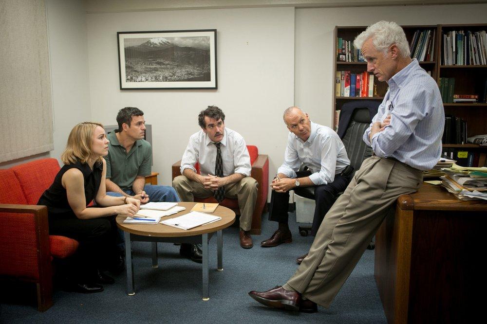 Il caso Spotlight: Rachel McAdams, Mark Ruffalo, Brian d'Arcy James, Michael Keaton e John Slattery in un'immagine del film