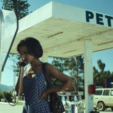 The Endless River: Crystal-Donna Roberts al telefono in una stazione di servizio
