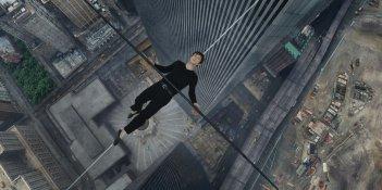 The Walk: Joseph Gordon-Levitt in azione in una suggestiva immagine del film