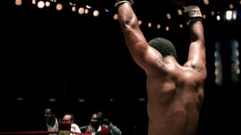 Alì: Will Smith alza le braccia al cielo