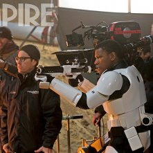 Star Wars: Episodio VII - Il Risveglio della Forza - J.J. Abrams e John Boyega sul set